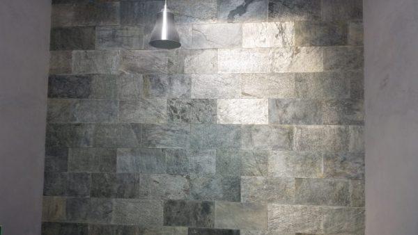 silver shine na ścianie dekoracyjnej
