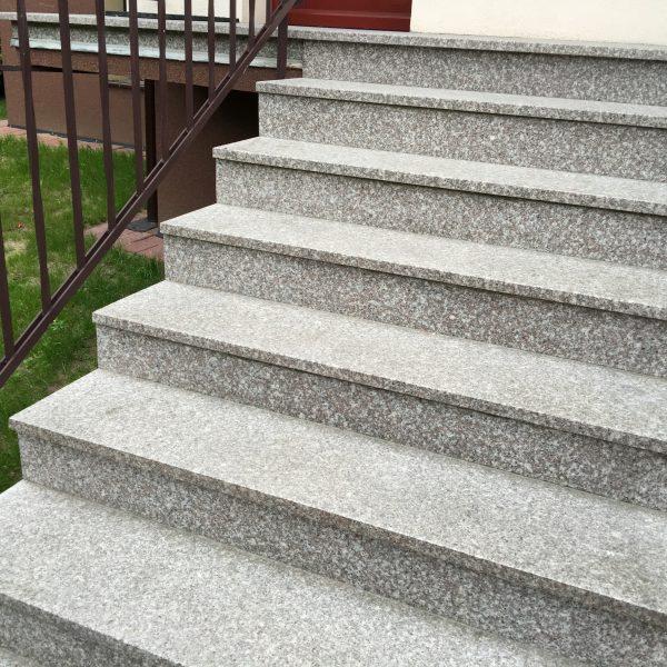 stopnica granitowa kamień naturalny brązowa