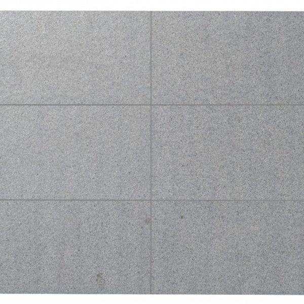 ciemnoszary granit padang dark płomieniowany