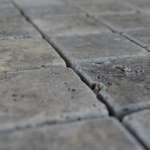 mozaika z kamienia naturalnego trawertyn szarego kamień dekoracyjny