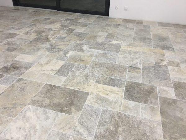 szary beżowy kamień naturalny podłogowy