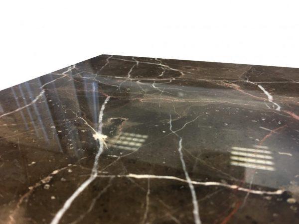 ciemny marmur na posadzkę polerowany do łazienki