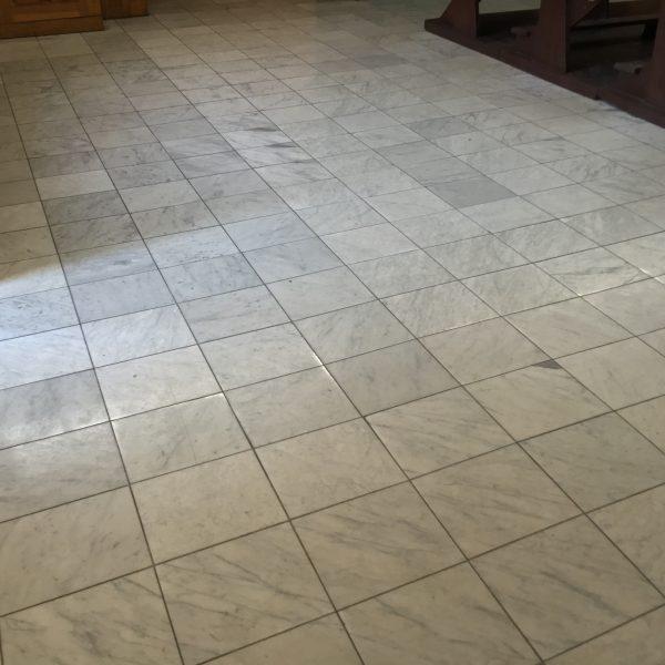 bianco carrara new marmur polerowany biały z przerostami szary kamień naturalny