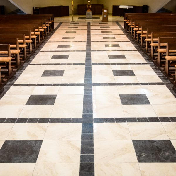 wapień 20x20x2 cm aisan blue szlifowany na posadzkę w kościele