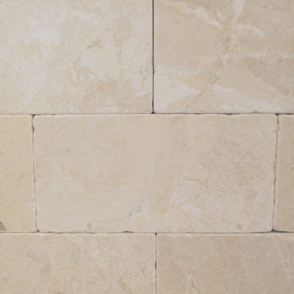 marmur beżowy cegiełka na ścianę
